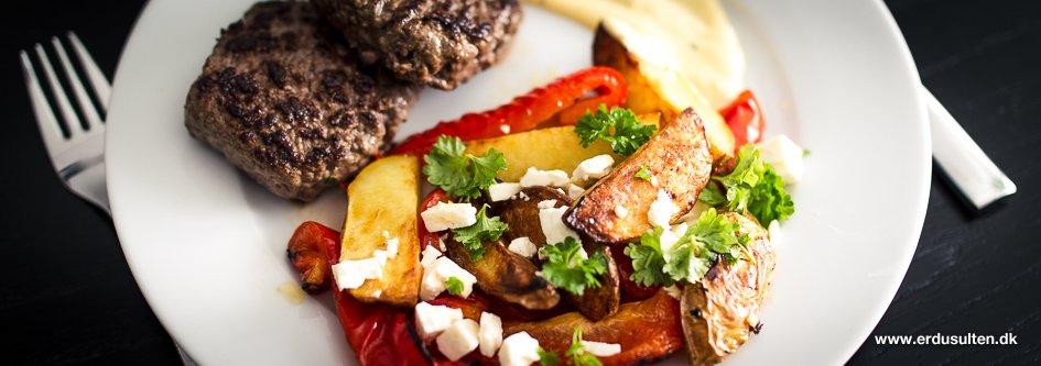 Billede af hakkebøffer med græske kartofler