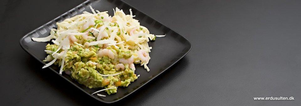 Billede af pasta med rejer og avocado